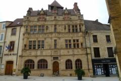 5 L'Hôtel de ville de Paray le Monial