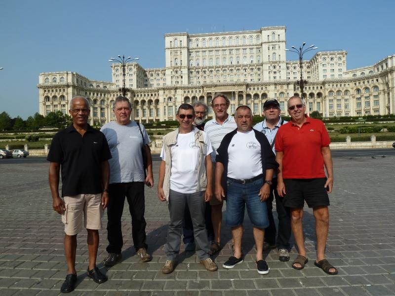 B4 Pose devant le Palais