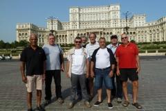 4 Pose devant le Palais