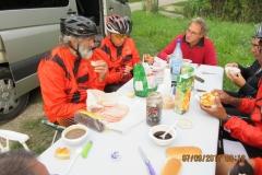 03 Petit déjeuner après une heure de route