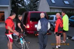 Le chargement des vélos au petit matin