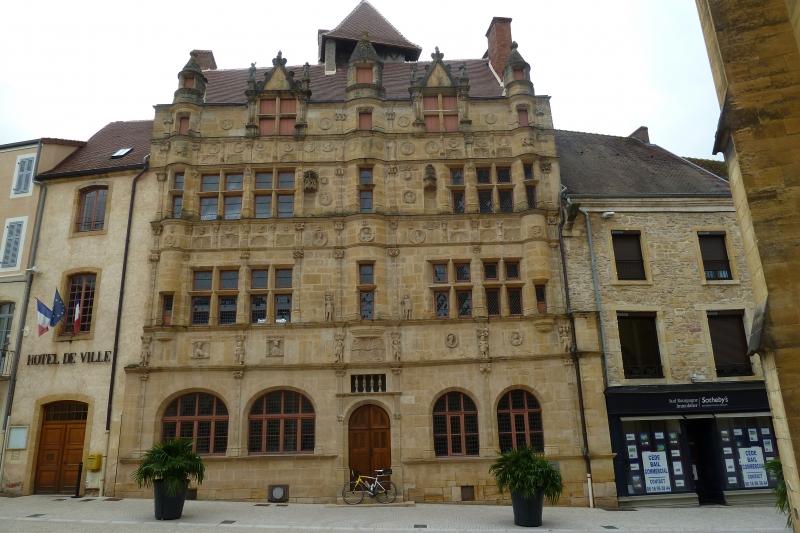 X5 L'Hôtel de ville de Paray le Monial